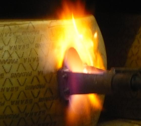 grana-padano-marchio-fuoco-annabelle-orozco