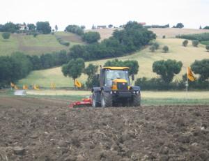 jcb-in-campo-ostra-vetere-giugno-2009-fastrac-300.jpg