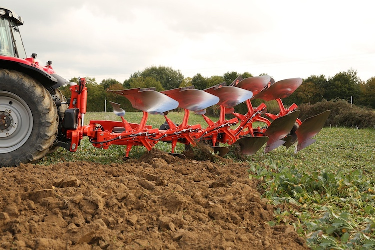 kuhn-vari-master-l-on-land-smart-ploughing