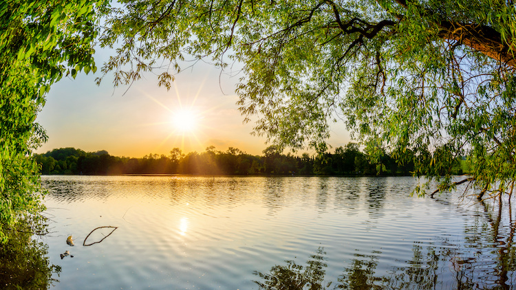 lago-tramonto-by-john-smith-adobe-stock-750x422