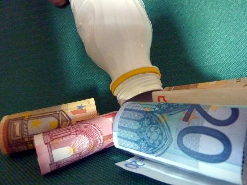 latte_banconote_bottiglia-ag