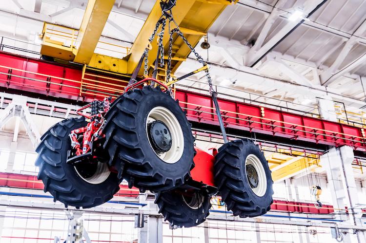 macchine-agricole-assemblaggio-installazione-ruote-by-yakov-adobe-stock-750x499