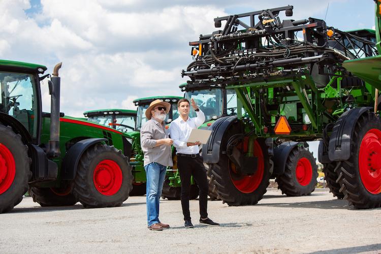 macchine-agricole-esposizione-by-master1305-adobe-stock-750x500.jpeg