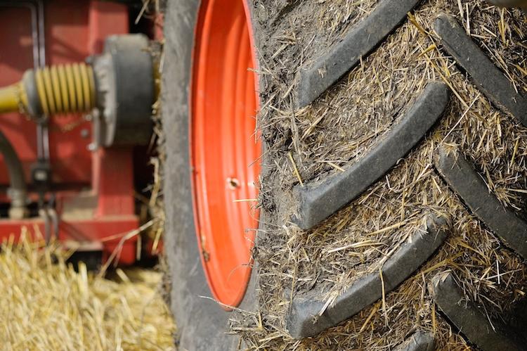 macchine-agricole-trattori-ruote-ruota-by-ewald-froch-fotolia-750