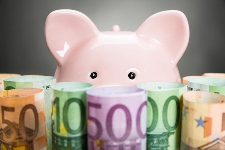 maialino-salvadanaio-soldi-banconote-euro-by-andrey-popov-fotolia-750