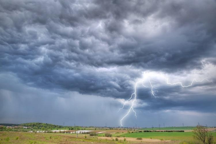 maltempo-pioggia-alluvione-temporale-fulmini-patryk-kosmider-fotolia-750.jpg