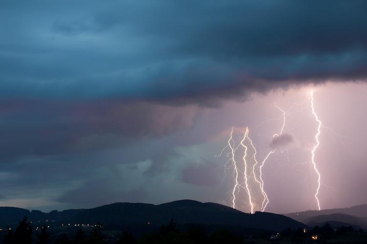 maltempo-temporale-pioggia-fulmini-lampi-tuoni-by-daniel-loretto-fotolia-750x500