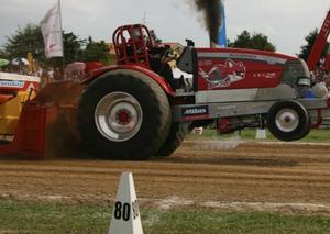 mccormick-redfox-tractor-pulling-2011
