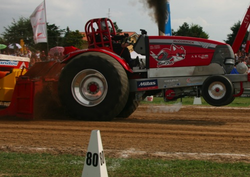 mccormick-tractor-pulling-2011
