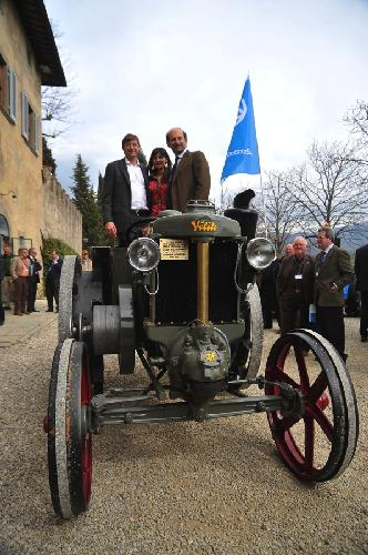 meeting-argo-tractors-con-rete-vendita-MorraAlberto_MorraElena_MarcheseLambertoFrescobaldi-velite-restaurato