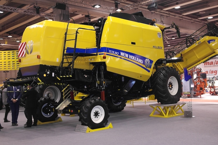 TC5.90 Hillside, le nuove mietitrebbie autolivellanti New Holland