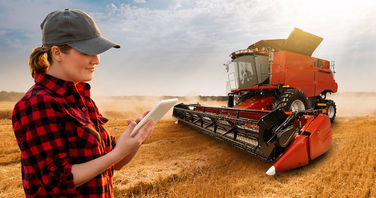 mietitrice-tablet-agricoltura-precisione-digitale-smart-farming-by-scharfsinn86-adobe-stock-750x395