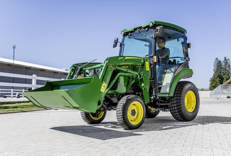 new-john-deere-2032r-compact-tractor