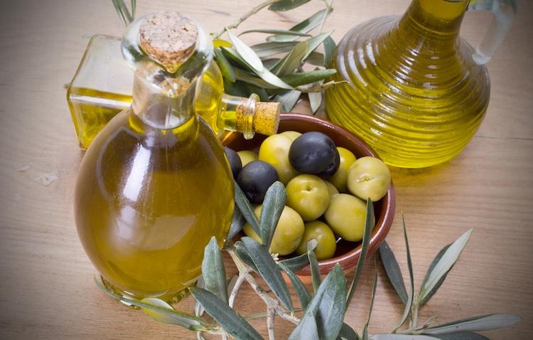 olio-oliera-olive-by-tetxu-fotolia-750.jpeg