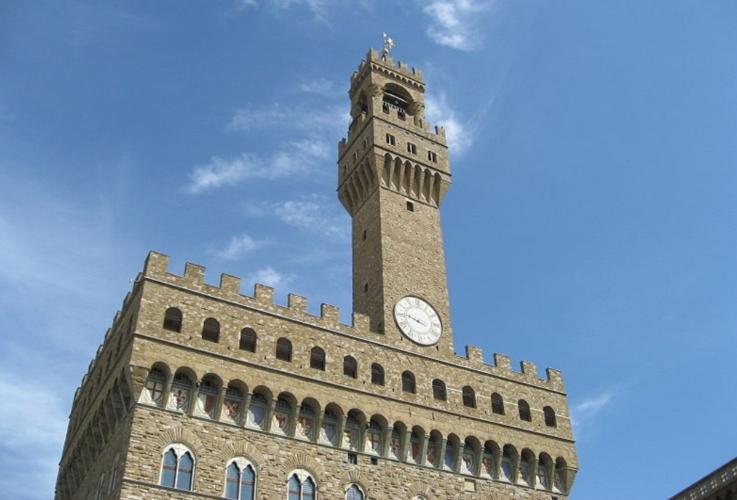 palazzo-vecchio-firenze-by-gryffindor-wikimedia