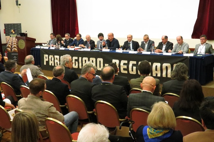 parmigiano-reggiano-assemblea-approvazione-piano-produttivo-2017-2019-apr-2016-fonte-consorzio-di-tutela