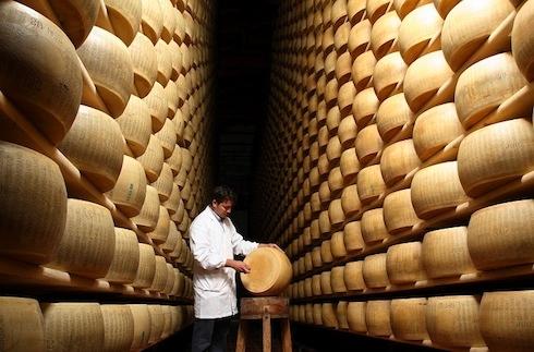parmigiano-reggiano-formaggio-fonte-consorzio-di-tutela