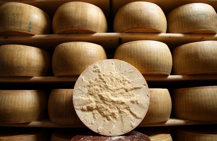 parmigiano-reggiano-formaggio-magazzino-fonte-consorzio-tutela.jpg