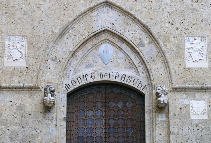 porta-palazzo-salimbeni-siena-by-g-steph-rocket-wikimedia-jpg.jpg