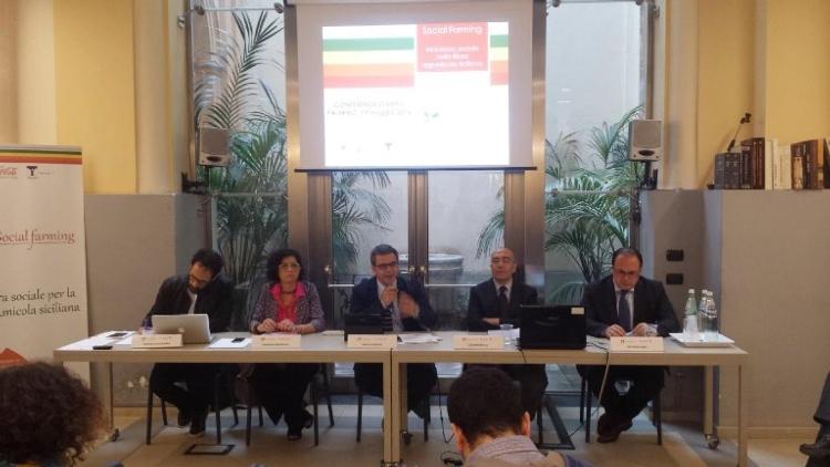 presentazione-social-farming19mag2016distretto-agrumi-sicilia