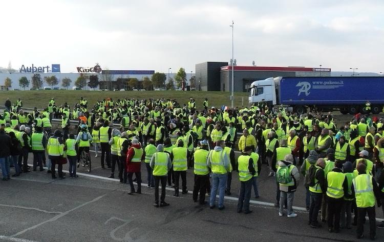 proteste-manifestanti-gilet-gialli-a-vesoul-francia-dic-2018-fonte-wikipedia.jpg
