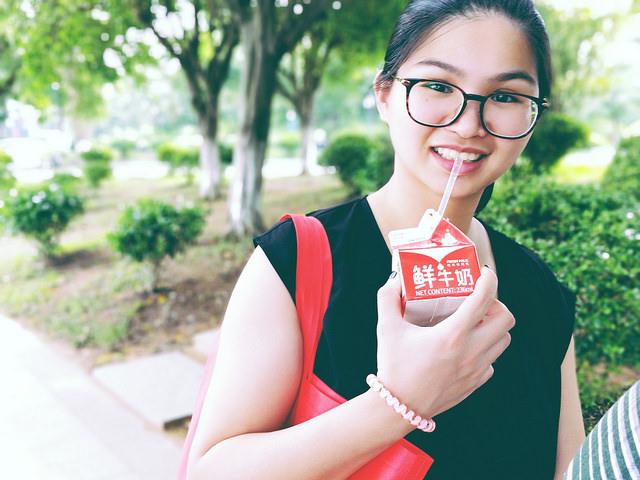 raggaza-cinese-latte-t-tyuhu.jpg