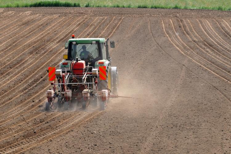 semina-seminatrice-macchine-agricole-by-dario-airoldi-fotolia-750x500