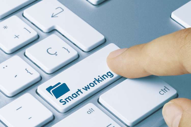 smart-working-tastiera-pc-by-momius-adobe-stock-750x500
