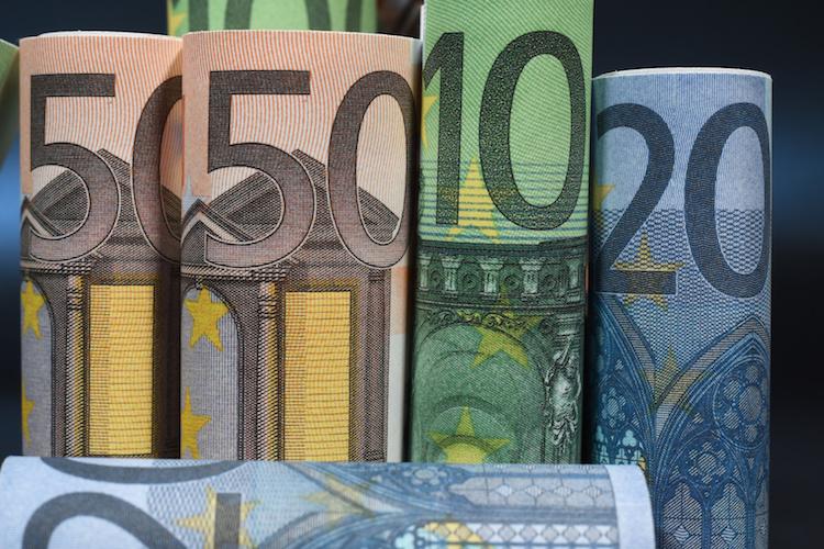 soldi-banconote-arrotolate-euro-by-jeanluc-fotolia-750.jpeg