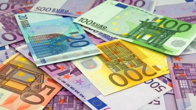 soldi-banconote-euro-by-m-schuppich-adobe-stock-750x500