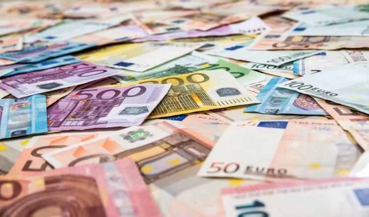 soldi-banconote-euro-by-romanr-adobe-stock-750x441