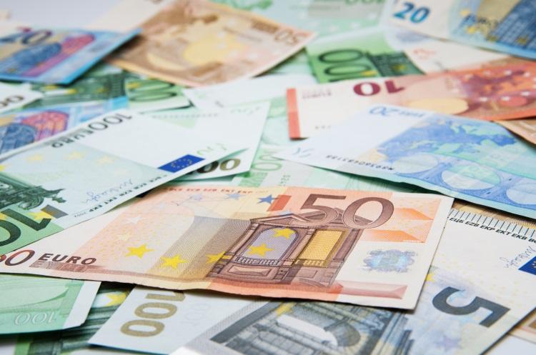 soldi-euro-banconote-by-oleh11-ad-750x497.jpeg