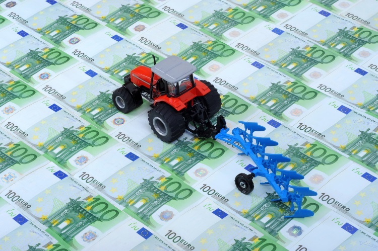 soldi-trattori-macchine-agricole-by-mekcar-adobe-stock-750x499