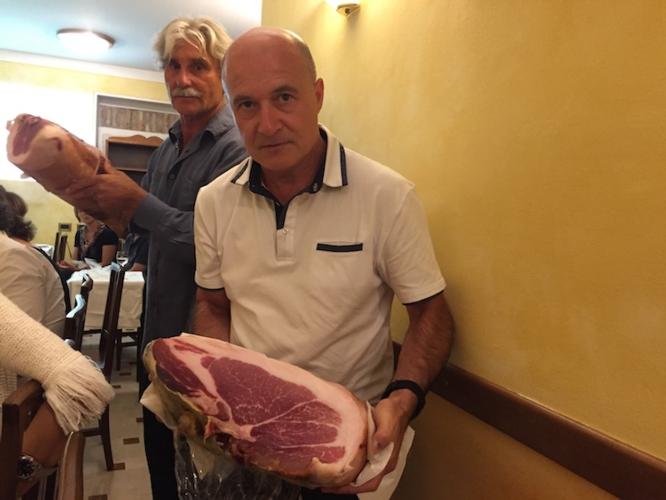 suinicoltura-dario-gobbi-e-gianni-paladini-very-italian-pig-fonte-matteo-bernardelli