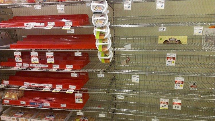 supermarket-supermercato-scaffali-vuoti-vuoto-fonte-jbarsky0-pixabay