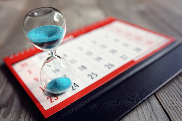 tempo-clessidra-calendario-by-brian-jackson-adobe-stock-750x500