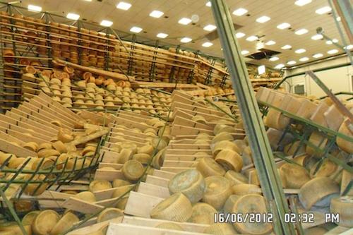 terremoto-mantova-formaggi-crollati-fonte-luigi-panearelli-latteria-vo-grande