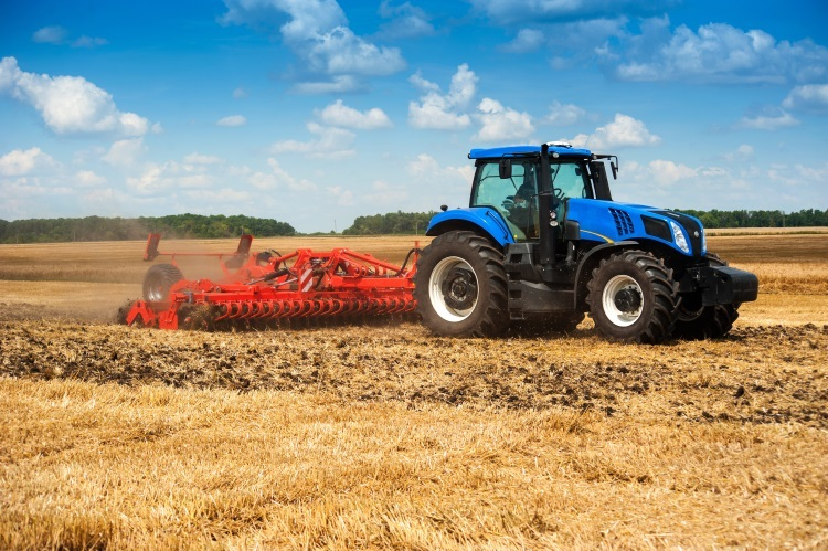 trattore-erpice-preparazione-suolo-macchine-agricole-by-pavlobaliukh-adobe-stock-750x49911