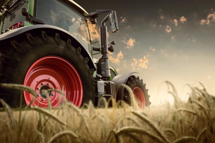 trattore-trattori-mercato-mercati-macchine-agricole-by-ab-photodesign-adobe-stock-750x500