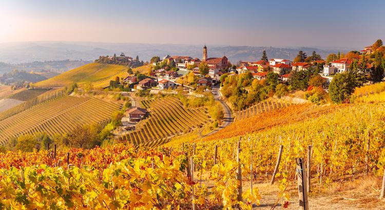 treiso-paesaggio-autunno-langhe-piemonte-by-pixelshop-adobe-stock-750x409