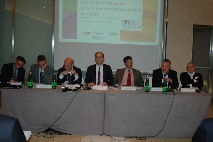 unaproa-assemblea-roma-mag14-tavolo-relatori-foto-di-alessandro-vespa