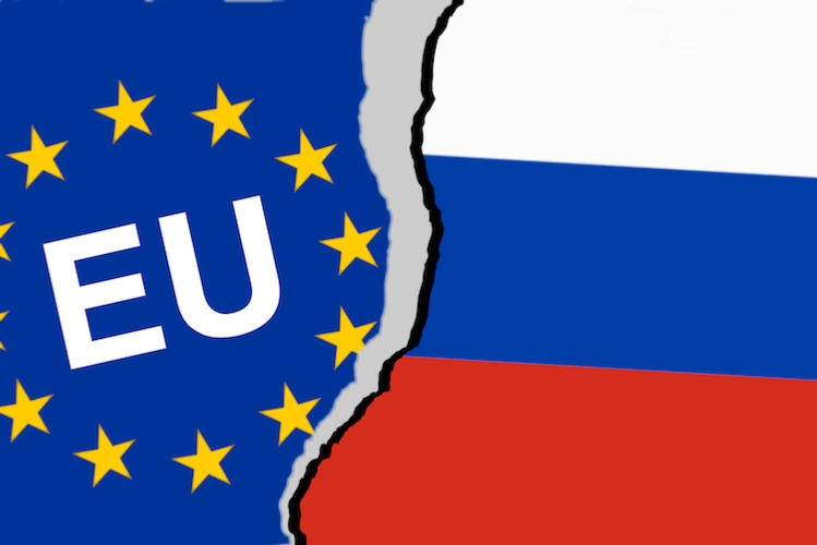 unione-europea-russia-bandiere-crisi-embargo-by-kamasigns-fotolia-750.jpeg