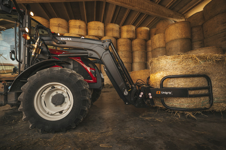 valtra-a5-ht2-frontloader-red-italy-img-2021-3965-hires177367