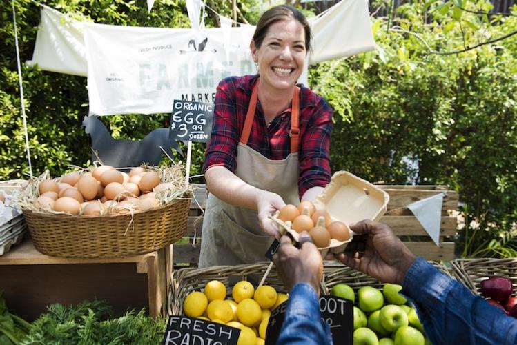 vendita-prodotti-agricoli-ortofutta-uova-mercato-by-rawpixel-com-adobe-stock-750x501.jpeg