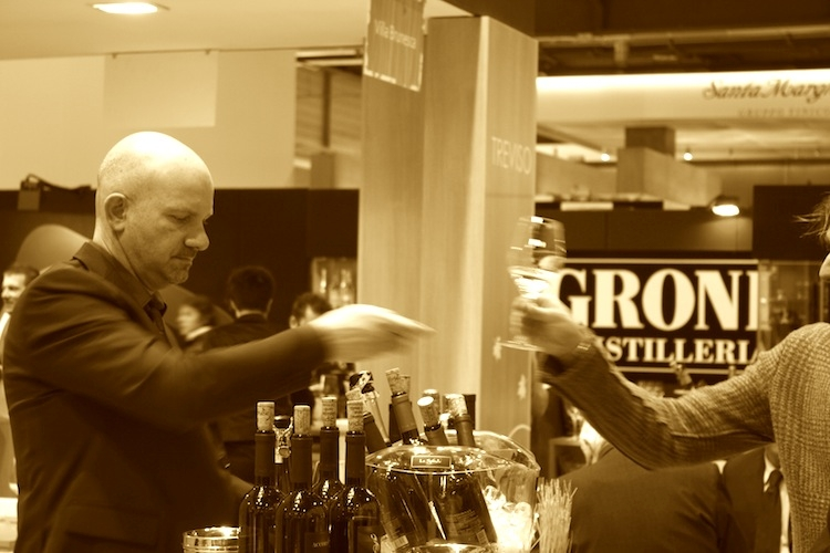 vinitaly-bicchiere-sommelier-2012-by-agronotizie.jpg