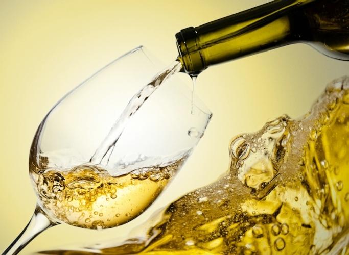vino-bicchiere-bianco-bottiglia-by-igor-normann-fotolia-750