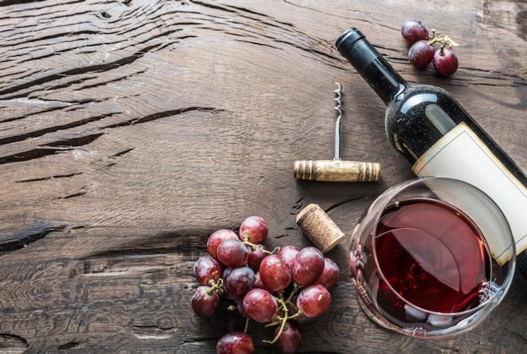 vino-bicchiere-bottiglia-uva-cavatappi-by-volff-fotolia-750