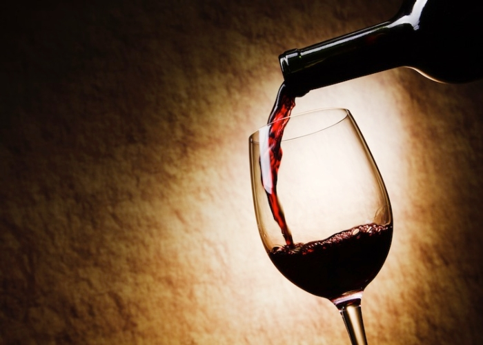 vino-rosso-bicchiere-bottiglia-by-igor-klimov-fotolia-750x536