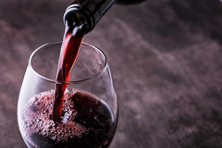 vino-rosso-bicchiere-versato-by-alefat-fotolia-750