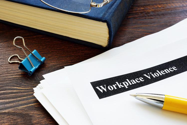 violenza-lavoro-molestie-lavoro-by-vitalii-vodolazskyi-adobe-stock-750x500